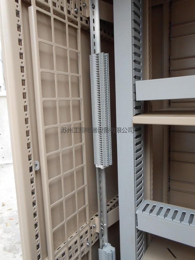 室外恒温机柜内部图